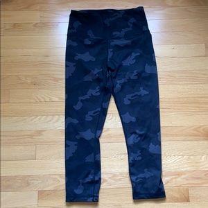 Yogalicious Lux black capri camo leggings